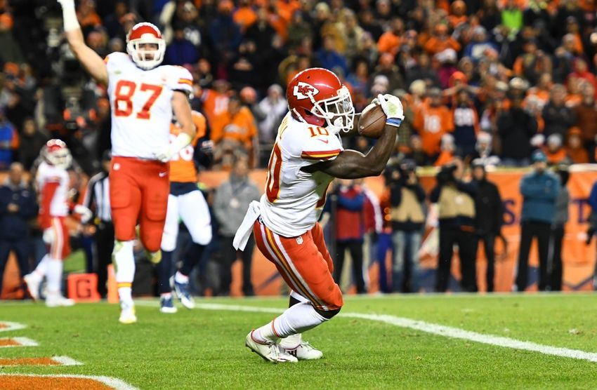 9722854-tyreek-hill-nfl-kansas-city-chiefs-denver-broncos-850x556
